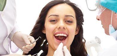 Deep scaling beim zahnarzt